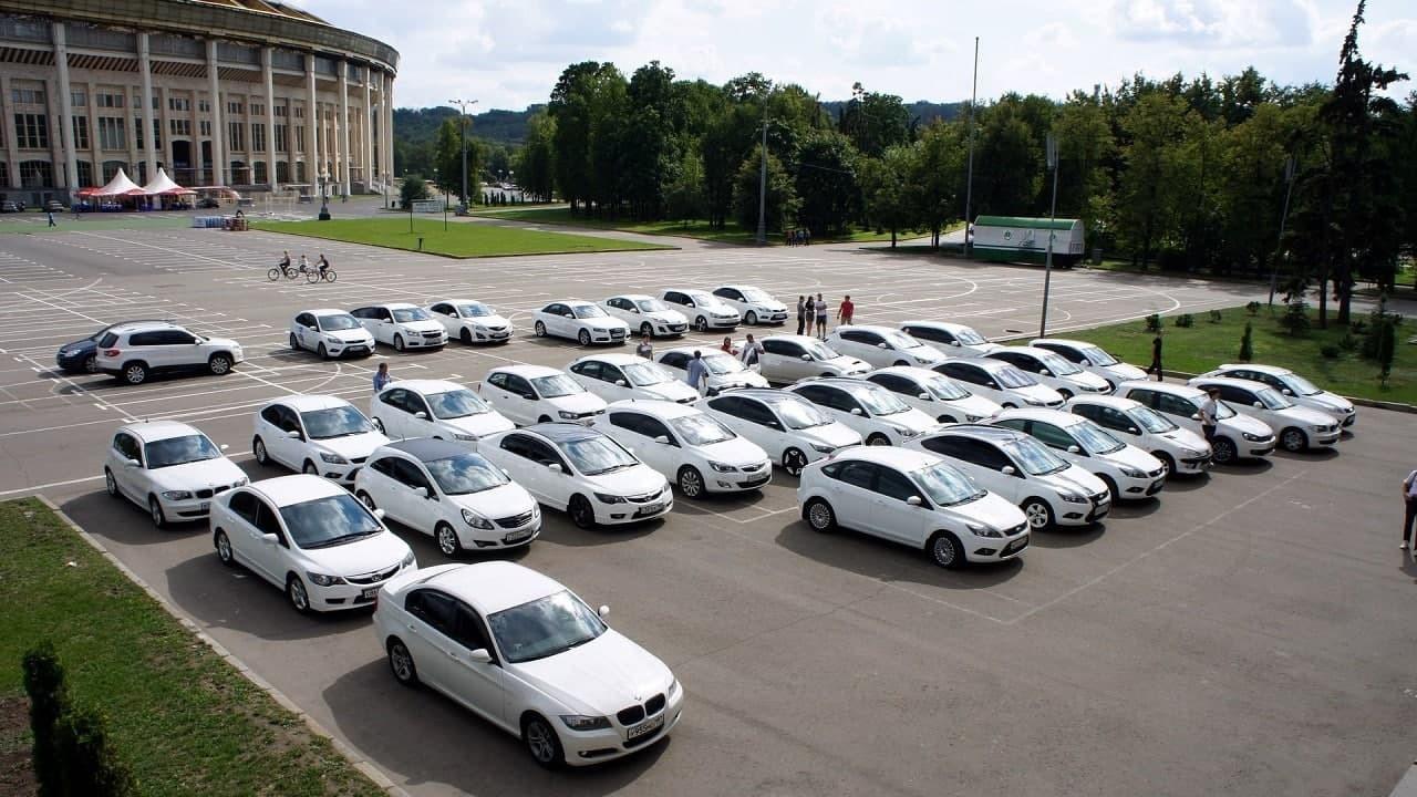 В Туркменистане запрещают любые автомобили, кроме тех, которые выкрашены в белый цвет
