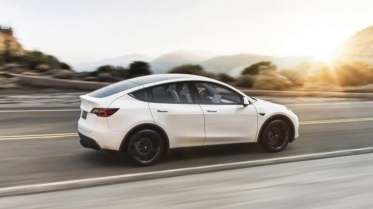 В Калифорнии новая Tesla Model Y потеряла крышу во время езды