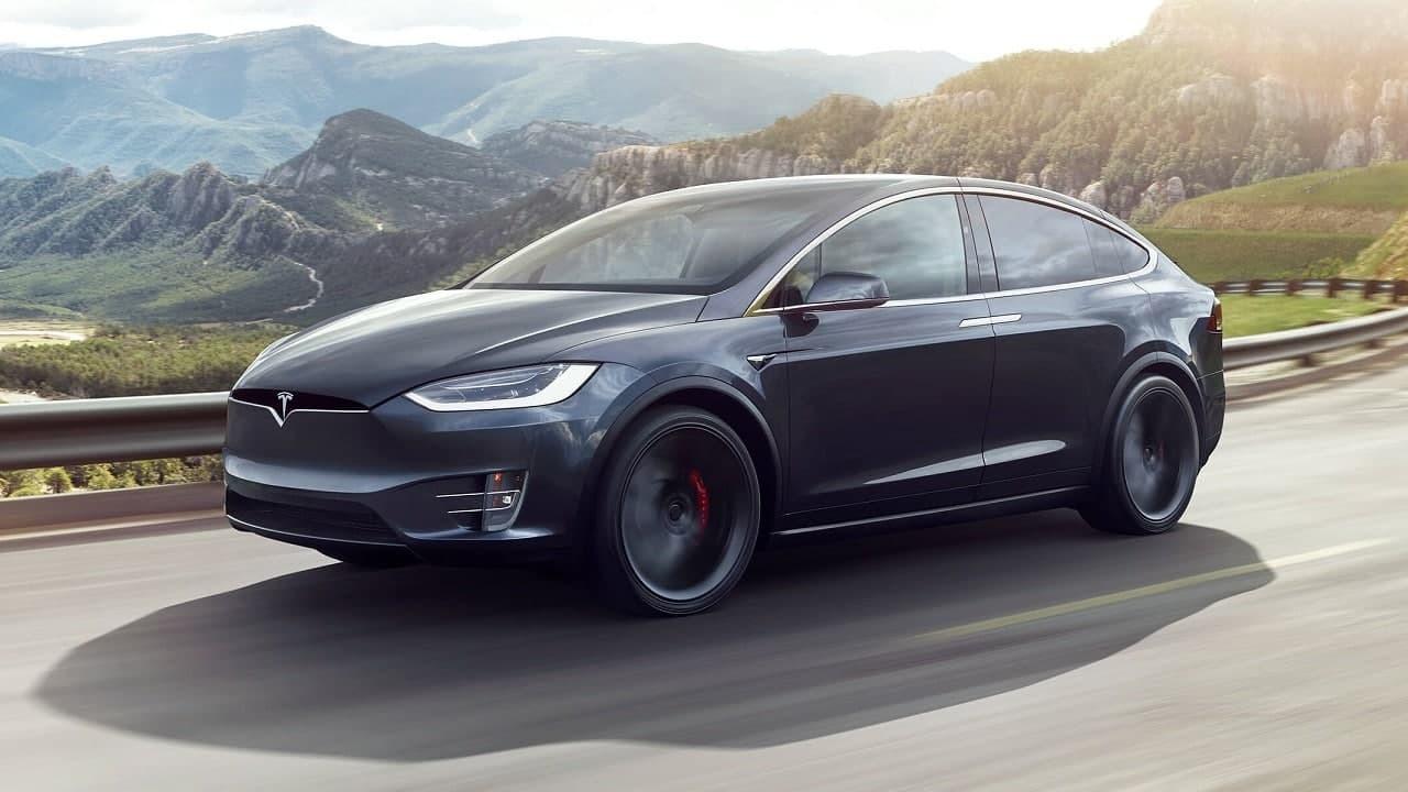 Кроссовер Tesla Model X показал себя ненадежным