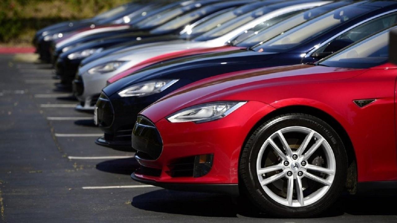 В Казахстане активно скупают новые авто